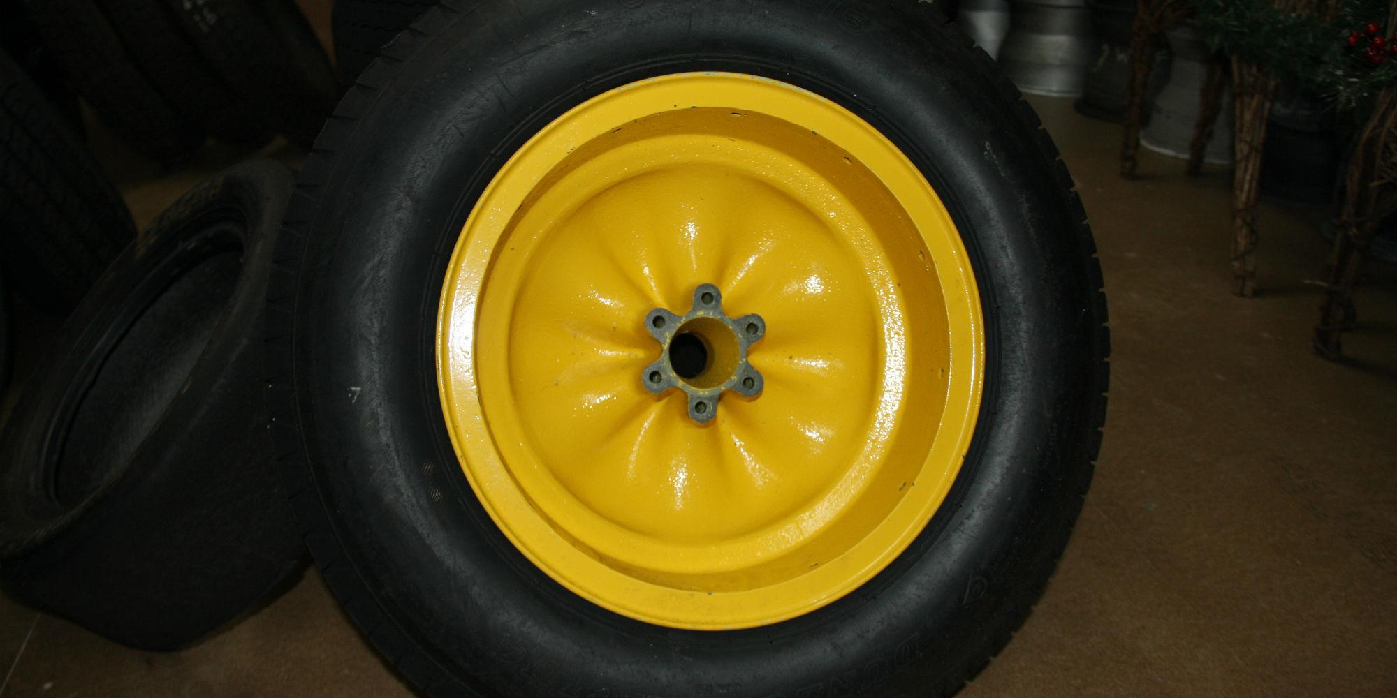 Lotus Wobbly Web 15″ Wheels